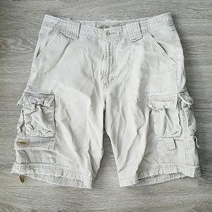 🔴Lee Dungarees Beige/khaki cargo shorts. Size 30.